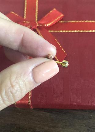 Золотая серьга гвоздик подходит для пистолета пирсингатора острый наконечник с камушком