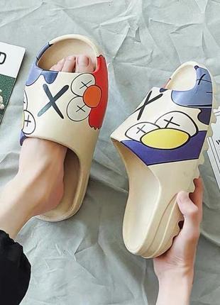 Тапки adidas yeezy slide с рисунком