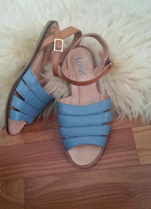 Кожаные сандали (босоножки) на плоской подошве