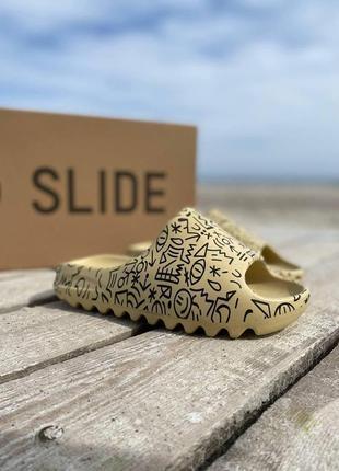 Женские шлепки adidas yeezy slide graffiti