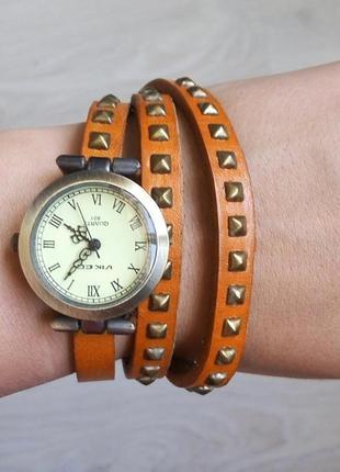 Часы с кварцевым механизмом , ремешок - натуральная кожа