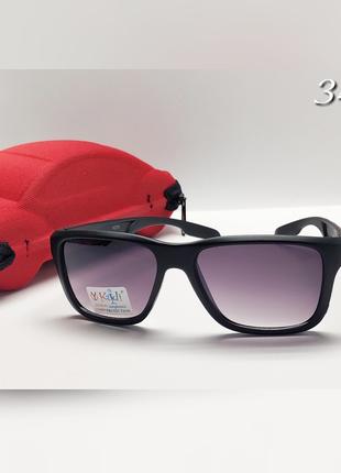 Дитячі сонцезахисні окуляри із футляром чорна матова оправа
