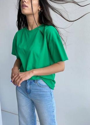 Однотонная футболка зелёного цвета