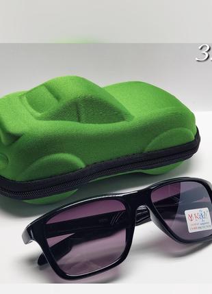 Дитячі окуляри чорна оправа сонцезахисні із футляром