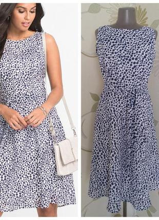 Платье шифоновое в горошек миди расклешенное с поясом