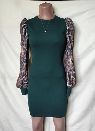 Красивое фирменное платье с объемными рукавами