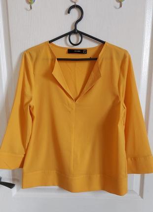 Блуза с v - образным вырезом