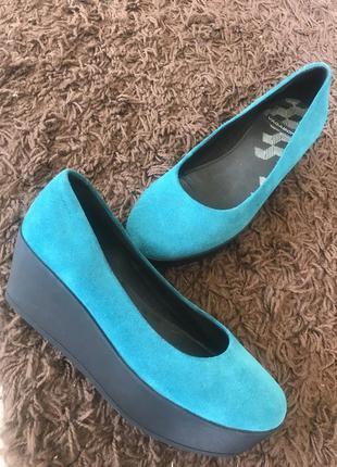 Замшевые туфли бирюза на платформе