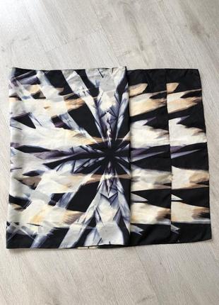 Стильный шарф с абстракцией