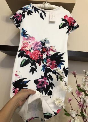 Шикарное платье с крупными цветами