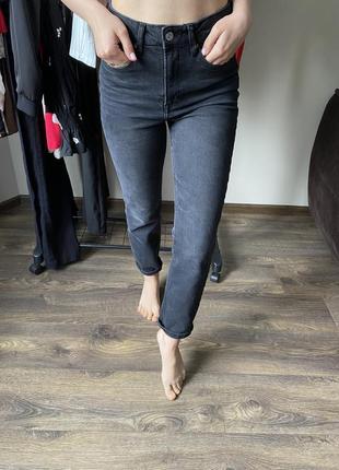 Кпутезні джинси