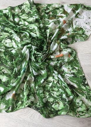 Яркий зелёный платок