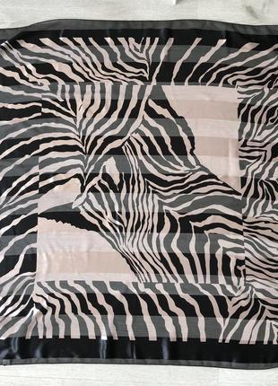 Оченькрасивый качественный платок с анималистическим принтом