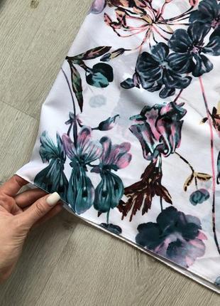 Красивый нежный шарф с цветочным принтом