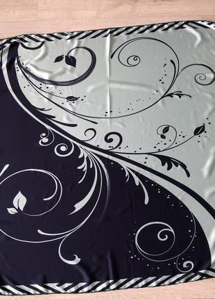 Очень красивый двусторонний платок