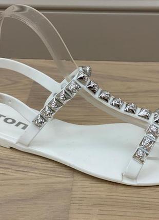 Босоножки белые  / сандалии белые