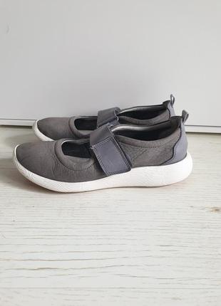 Удобные кожаные туфли на липучке clarks
