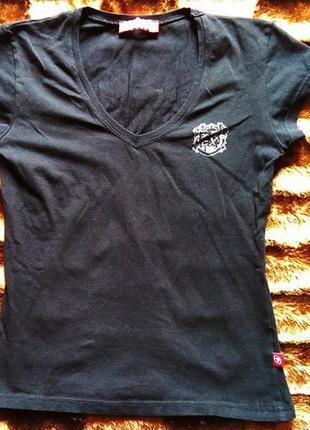 Черная футболка extreme с логотипом на спине