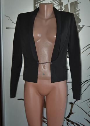 Большой выбор верхней одежды разных размеров и фасонов