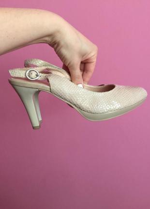 Шикарные туфли босоножки caprice premium 37 38 размер лазерная кожа