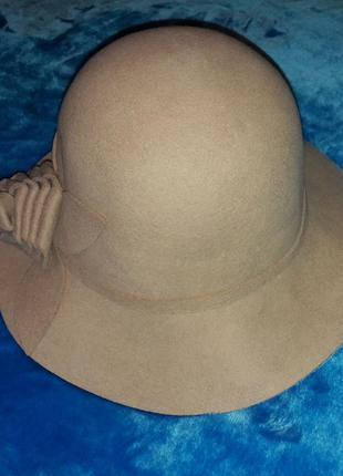 Бежевая шляпа из натуральной шерсти с регулятором размера