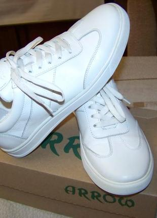Белые кроссовки без надписей и полос натуральная кожа стелька 26.3