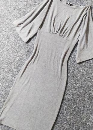 Стильное трикотажное платье по фигуре