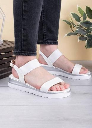 Женские белые босоножки сандалии