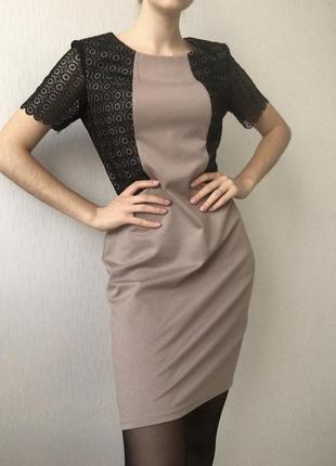 Очень женственное платье с кружевом grandua