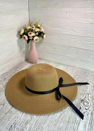 Соломенная шляпа солнцезащитная женская с широкими полями и чёрной лентой