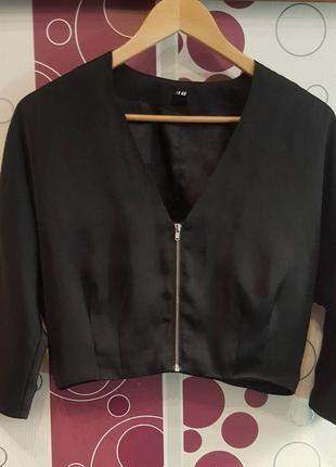 Укороченный пиджак атласный накидка болеро