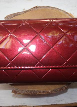 Шикарный большой лаковый кошелёк вишнёвого цвета марсала