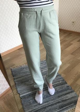Идеальные спортивные штаны нежно- фисташковый цвет