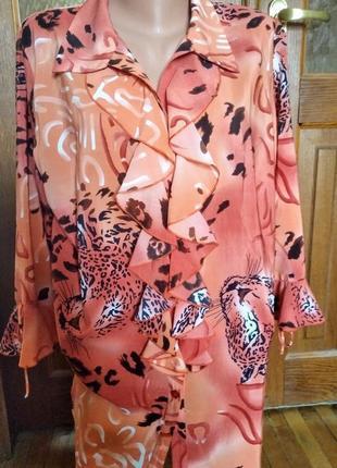 Романтичная брендовая блузка в актуальный хищный принт