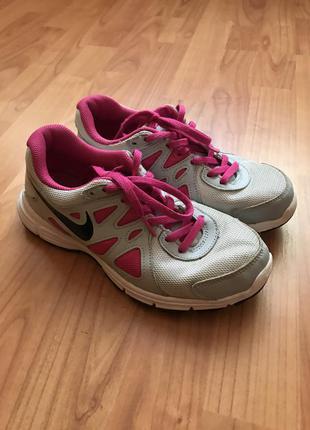 Комфортные и легкие кроссовки для тренировок и бега nike 36,5pp