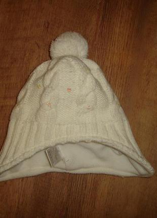Теплая шапочка на 3-5 лет состояние новой внутри флис