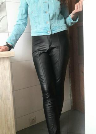 Модные кожаные брюки скини штаны леггинсы чёрные высокая посадка zara