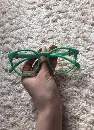 Красивые яркие мятные очки нулевки