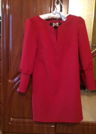 Красное праздничное платье