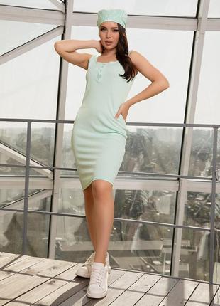 Мятное облегающее трикотажное платье на бретелях