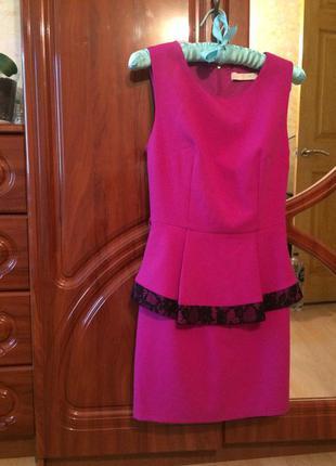Праздничное платье модного цвета фуксия