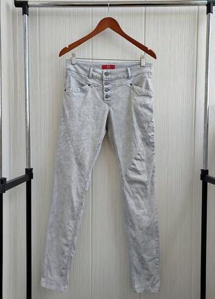 Стрейчевые джинсы m