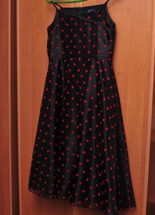 Очень красивое черное платье в красный горошек