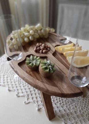 Винный столик деревянный под бокал вина. столик для закусок