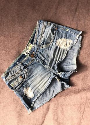 Джинсовые шорты, короткие шорты