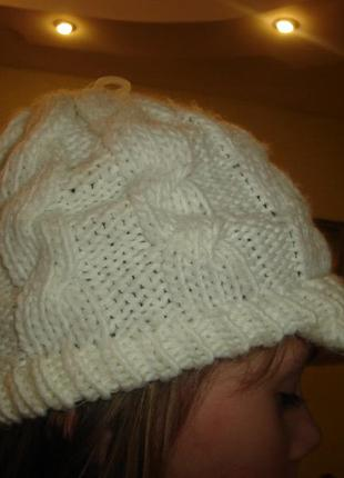 Теплая шапка с козырьком на девочку ог на 54 см хорошо