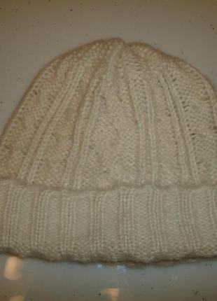 Светлая шапка 5--8 лет