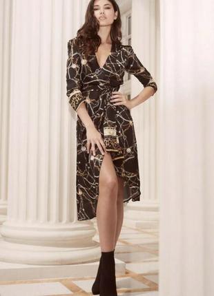 Платье с золотыми пуговицами и ремешками lipsy как zara