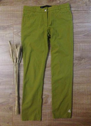 Стильные брюки оливкового цвета