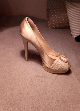 Туфли на высоком каблуке queen